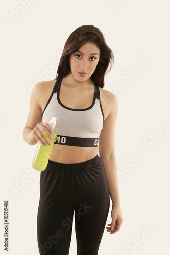 cbbcac9edf33e Mädchen in Sportkleidung mit Trinkflasche - Buy this stock photo and ...