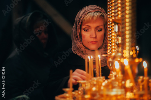 Christian russian woman with candle in orthodox russian church Tableau sur Toile