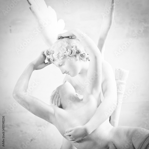 Obraz Psyche revived by Cupid kiss - fototapety do salonu