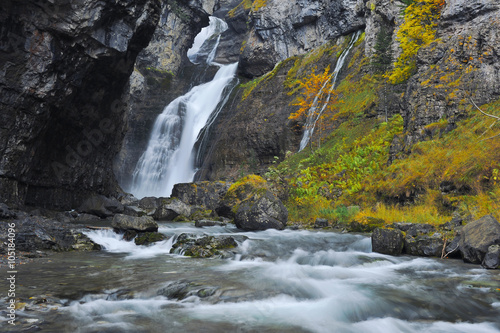 Fototapeten Forest river Waterfall in a mountain gorge. Ordesa National Park. Aragon Province. Spain