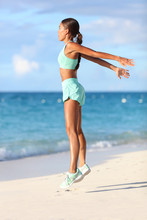 Fit Woman Training Legs With H...