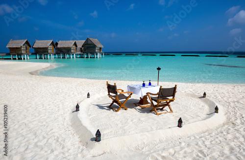 Fotografie, Obraz Romantisches Abendessen am Strand der Malediven