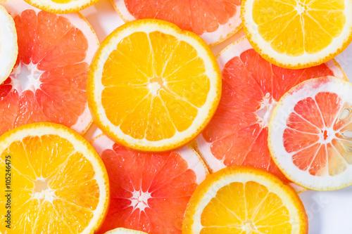 In de dag Plakjes fruit The citrus cut by circles lies on a table
