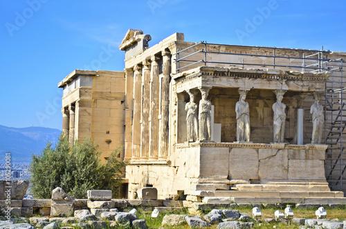 Staande foto Athene Erechtheion temple in Acropolis Athens Greece - caryatids statue Greece