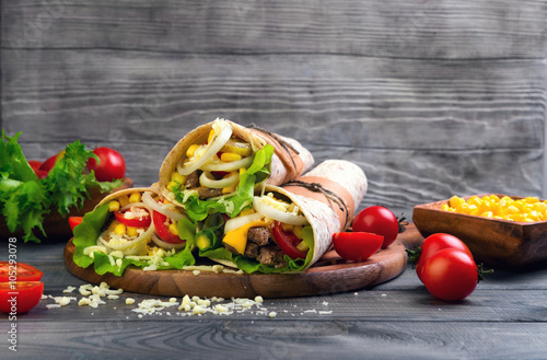 Fotografiet  Sandwiches twisted roll Tortilla