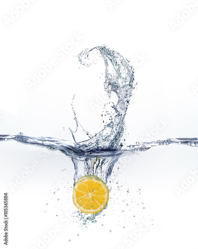 plusk-wody-z-owocami