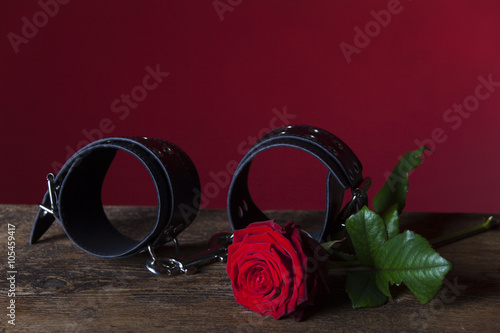 Photo  Handfessel und Rose