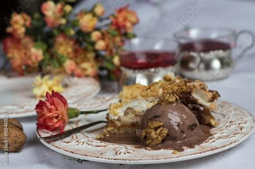 Foto op Plexiglas Klaar gerecht apple pie with chocolate ice cream