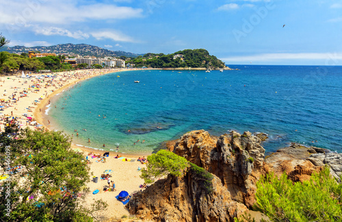 Canvas Print A crowd of vacationers enjoy the warm beaches of Costa Brava in Lloret de Mar