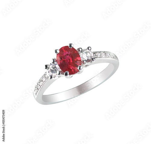 Fotografía  Ruby Center Stone Ring isolated on white