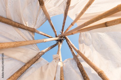 Fotomural Look up in sky inside a Native American Indian tepee.