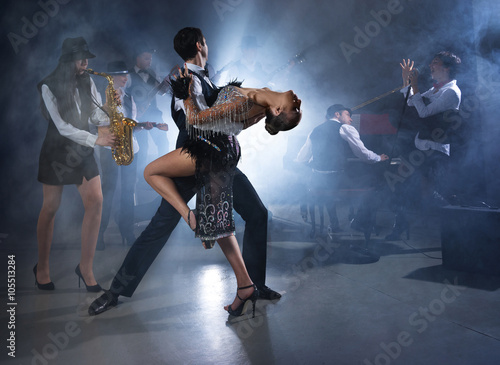 Tuinposter Dance School Dance couple dancing ballroom dancing to a live band sounds