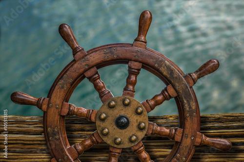 Türaufkleber Schiff Ships Wheel Against Ocean Water
