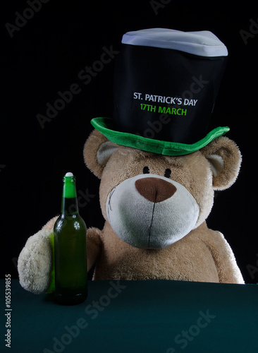 Photo  Winnie the Pooh drinking its beer on St. Patrick 's Day