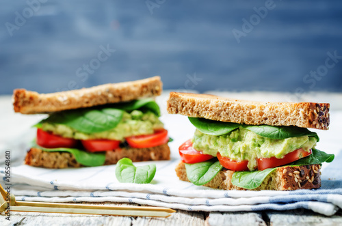 Staande foto Snack Smashed avocado spinach tomato grilled rye sandwich