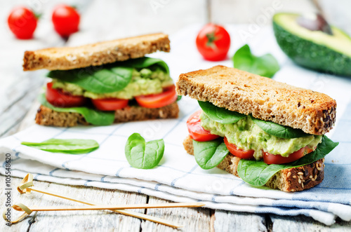 Photo sur Toile Snack Smashed avocado spinach tomato grilled rye sandwich