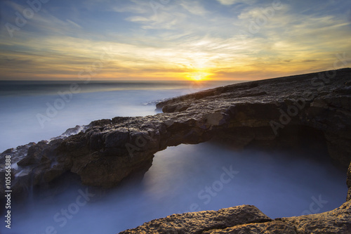 Fotografie, Obraz  Tunel em rocha no Cabo Raso