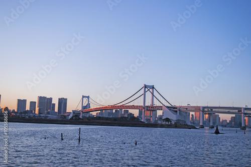 Deurstickers Asia land ピンク色に輝くレインボーブリッジ