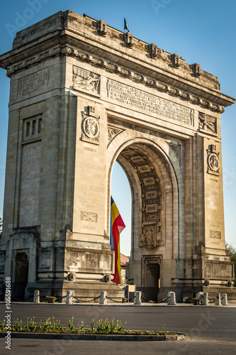 Deurstickers Oost Europa Arcul de Triumf ( Arch of Triumph ) is a triumphal arch located in the northern part of Bucharest, on the Kiseleff Road. Was build for the Heroes of the War of Independence and World War I.