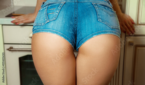 Photo sur Aluminium Ane Sexual female ass in jeans shorts