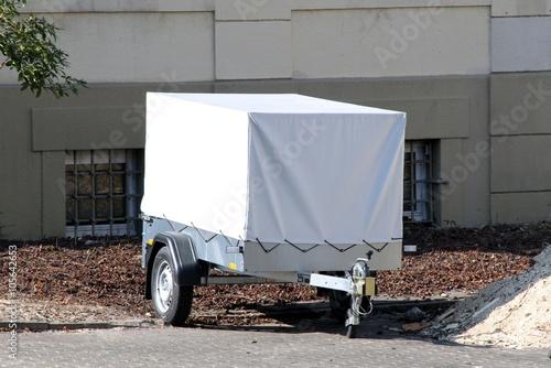 PKW-Anhänger mit weißer Plane Canvas Print