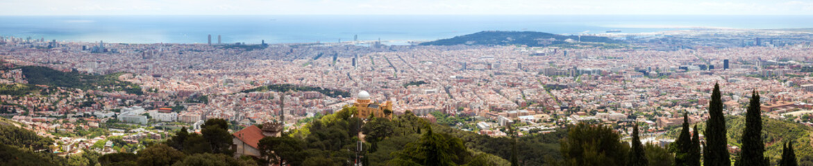 Obraz na Szkle Barcelona Barcelona city from Tibidabo in day time. Spain