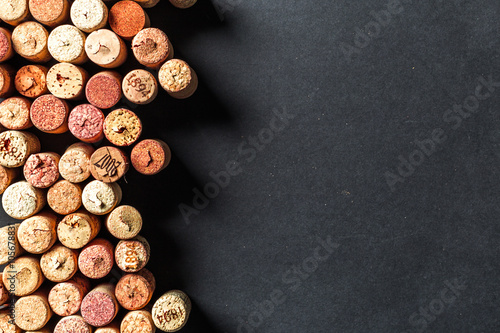 Montage in der Fensternische Wein Bunch of wine corks