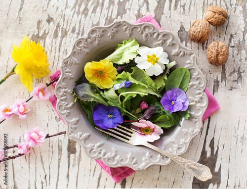 Fotografie, Obraz  spring salad mix with edible flowers