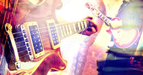 Musica en directo. Concierto y guitarra.Fondo abstracto de espectaculo  - 105691417