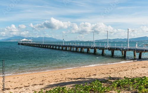 Foto auf Acrylglas Tropical strand Long pier / jetty at Picnic Bay, Magnetic Island, Australia