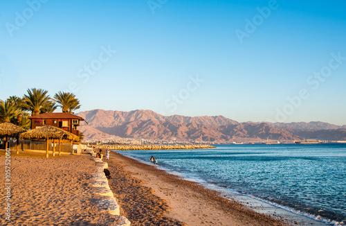 Fotografie, Obraz  Pohled na Eilat pláže, Izrael přes město Aqaba, Jordánsko.