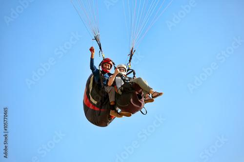 Fotobehang Luchtsport paragliding in the mediterranean sky