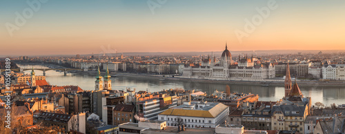 Foto op Aluminium Boedapest Wide Panorama of Budapest with Hungarian Parliament and Danube River at Sunrise