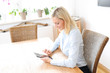 canvas print picture - Frau mit Tablet