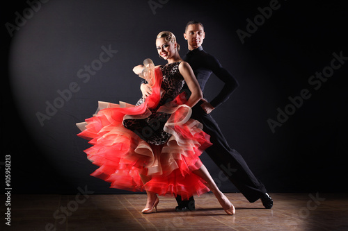Fototapety Taniec dancers-in-ballroom-isolated-on-black-background