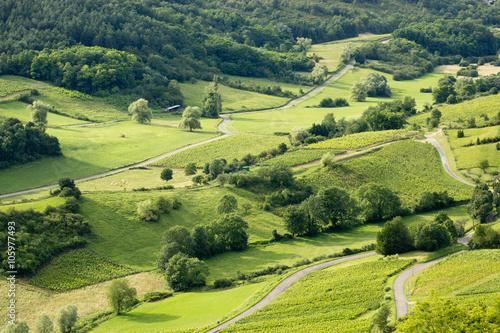 Foto  Ve aérienne de la campagne avec route , champs, et bosquet