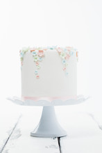 Söt Tårta Med Pastellfärgade Blpommor