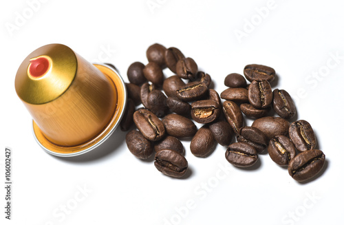 Poster Café en grains Capsules for coffee machine isolated on white
