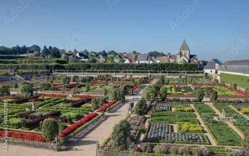 jardin fleuri en touraine – kaufen Sie dieses Foto und finden Sie ...