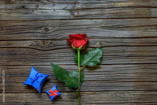 Fototapeta Single red rose with a Valentines gift obraz na płótnie