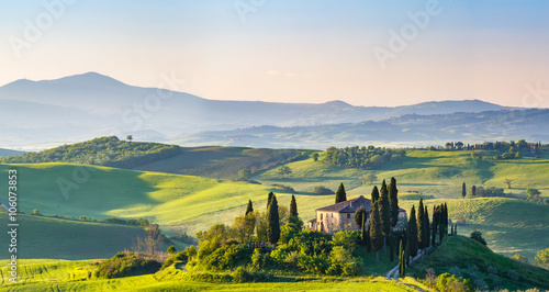 Foto  Beautiful landscape in Tuscany, Italy