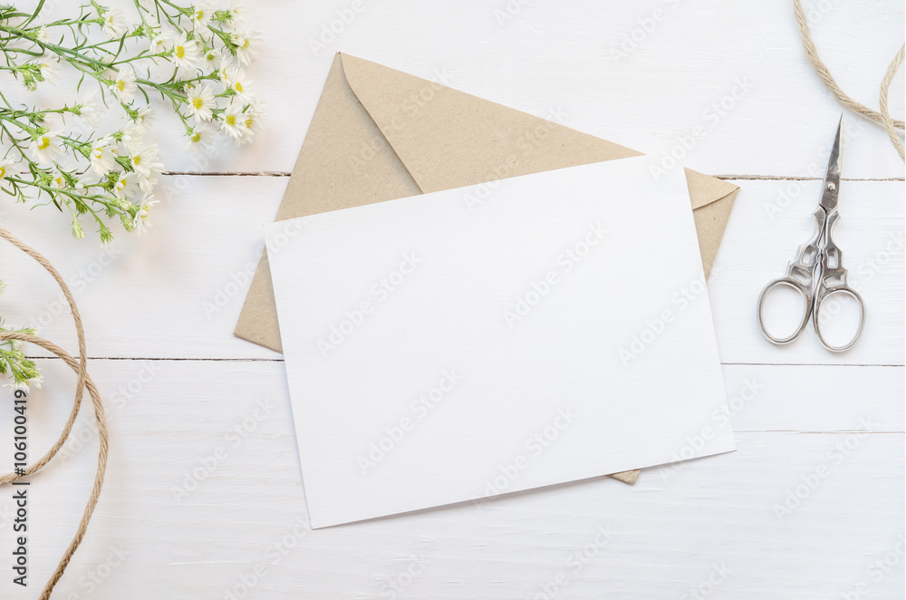 Fototapety, obrazy: Blank white greeting card with brown envelop