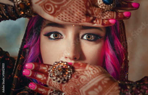 fototapeta na lodówkę portrait of a beautiful young woman in traditional Indian ethnic dress and painted ational patterns on the hands, mehendi