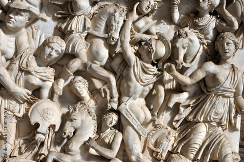 Valokuva Bas-relief and sculpture of ancient Roman soldiers