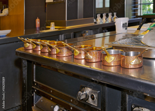 Aluminium Prints Buffet, Bar cocina restaurante con vista de pequeñas cazuelas