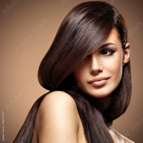 Beautiful young woman with long straight brown hair. - 106203647