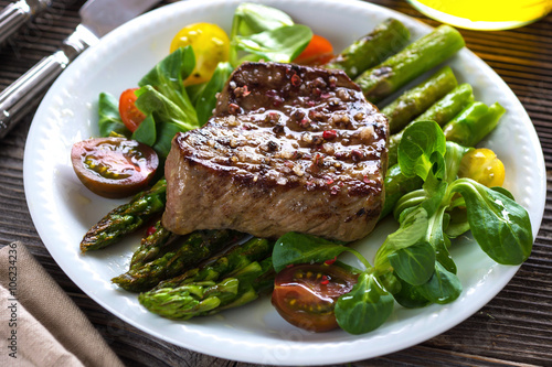 Beef steak with Grilled asparagus Fototapet