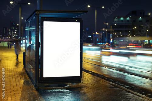 Cuadros en Lienzo  Bus valla publicitaria parada