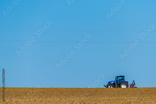 Photo  Traktor auf einem Feld