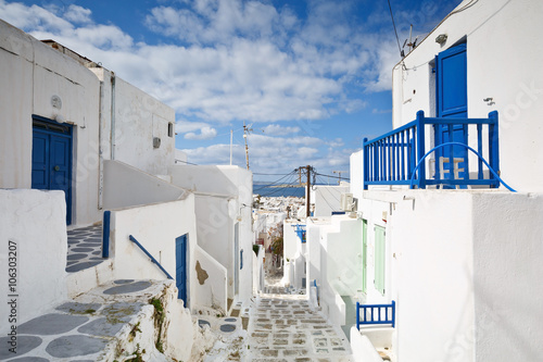 mata magnetyczna Traditional architecture in the town of Mykonos, Greece.